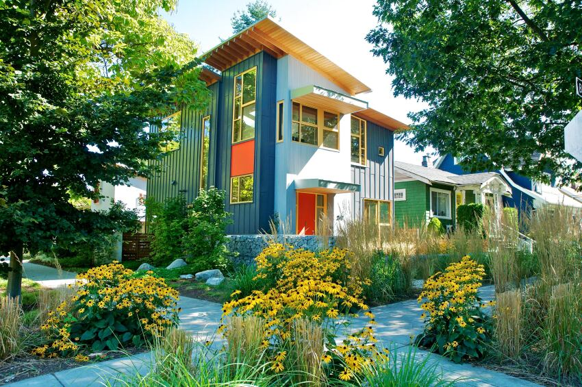 Small House Incorporates the Best of City Living