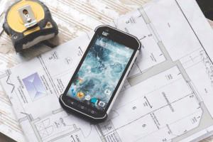 The CAT S40, a rugged 4.7-inch, Android-based smartphone designed specifically for the construction trades is MIL-STD 810–certified with an IP68 rating. It includes such features as a Gorilla Glass 4 display and an 8MP, geo-tagging camera.