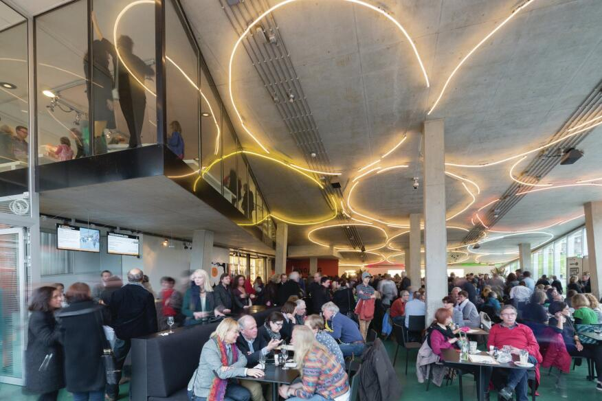 Upon entering the museum, visitors are directed immediately into the reception area and the Kunsthal café.