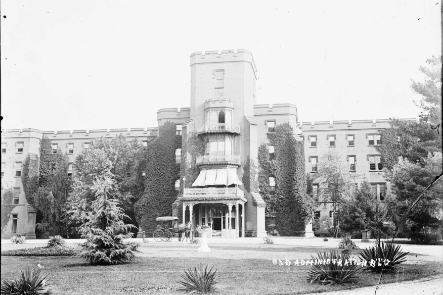 The Center Building at St. Elizabeths housed both offices for hospital administrators and wards for patients. (1900)