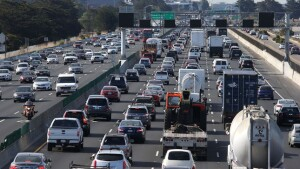 BERKELEY, CA - JULY 01:  Traffic makes its way along Interstate 80 on July 1, 2015 in Berkeley, California. AAA is projecting that nearly 42 million Americans will travel 50 miles or more over the Fourth of July weekend, the largest number since 2007.  (Photo by Justin Sullivan/Getty Images)
