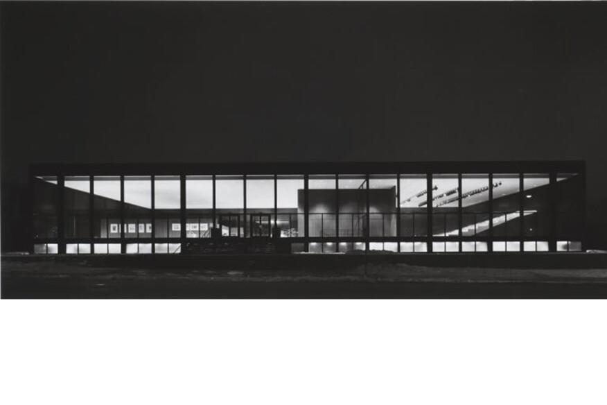 Richard Nickel, Exterior of Saidye Bronfman Centre at Night, 1968. Phyllis Lambert, Architect. Gelatin silver print, Phyllis Lambert fonds, CCA © Richard Nickel. Courtesy of the Richard Nickel Committee, Chicago, Illinois