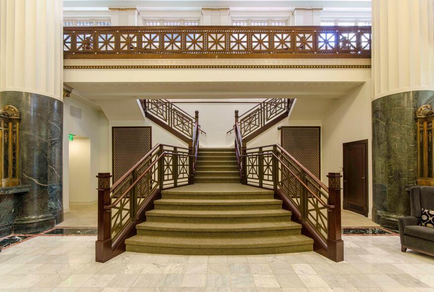 Barnes & Thornburg Lobby Renovation, Indianapolis, Ind. by Schmidt Associates