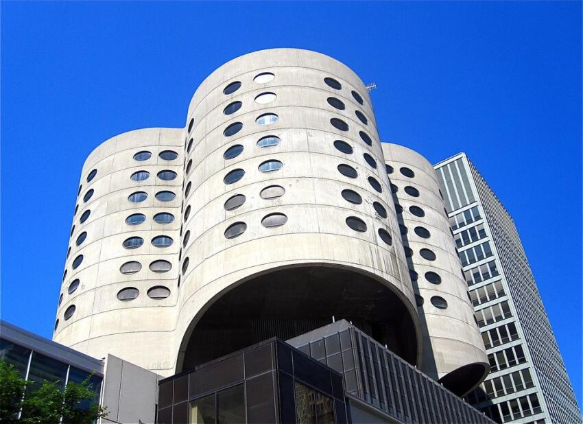 Prentice Women's Hospital, designed by Bertrand Goldberg. Image by Flickr user ChicagoGeek.