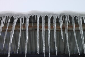 Ice dams,which cause headaches for builders and homeowners in the winter, are preventable if building codes are followed.