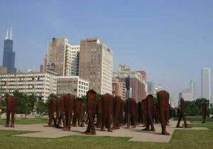 More than 12 different samples supplied to Magdelena Abakanowicz determined the plaza's final color.