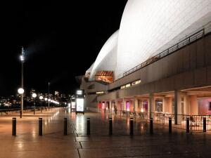 A colonnade designed by Jørn Utzon retains the heaviness of the Opera House's podium while providing a shaded environment for visitors.