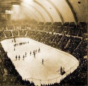 [Image: ?url=http%3A%2F%2Fcdnassets.hw.net%2F7d%...hockey.jpg]