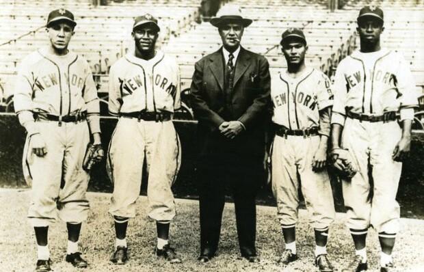 The New York Cubans pose at Hinchliffe Stadium