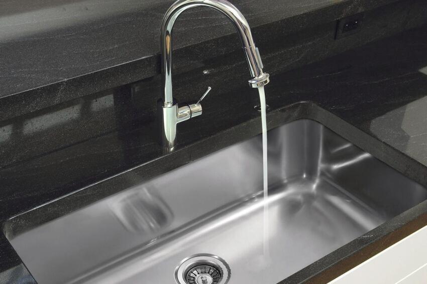 Stainless Satisfaction: Ukinox Double Sink