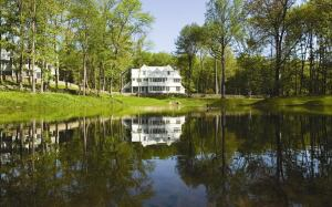 Project: Windermere on the Lake, Stamford, Conn. Size: 74 acres; 24 4,000- to 8,000-square-foot homes  Price Range: $3.2million–$4.8 million Completed: In progress Certifications: LEED Certified (model) Developer: NRDC Residential, Stamford Architect: Bartels-Pagliaro Architects, Norwalk, Conn. Builder: National Realty & Development Corp., Purchase, N.Y. Interiors: Karen Houghton Interiors, Nyack, Landscape Architect: Simon Johnson Landscape Architect, Bath, U.K. Consultants: Steven Winter Associates (green building), Norwalk; Environmental Planning Services (Habitat Management Plan), North Stonington, Conn.; Hybrid Homes (geothermal contractor), Wilton, Conn.