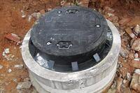 Locking manhole cover system