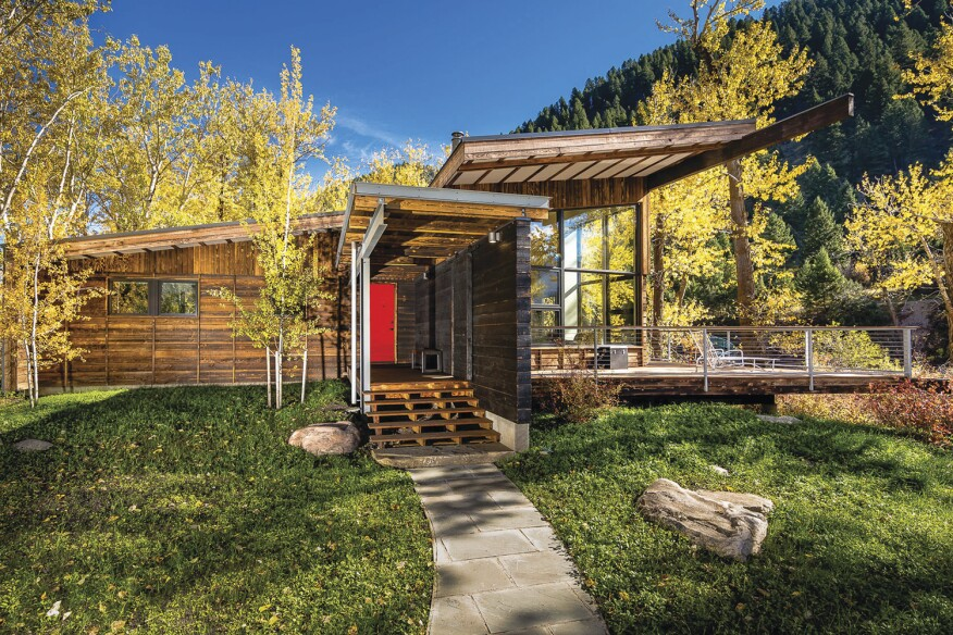 Situated at the bank of the Gallatin River in Montana, Geode turns its rough, timber-clad back to the road and opens up its crystalline glazing to views of the river.