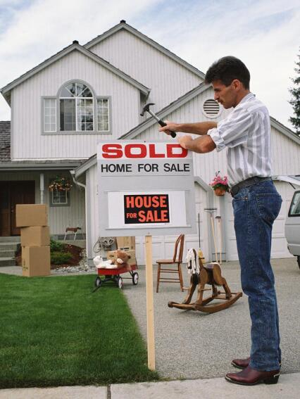 As Buyer Confidence Wanes, Zillow Economist Warns Seattle of Housing Bubble