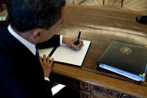 Pres. Obama Signs Executive Order to Cut Greenhouse Gas Emissions