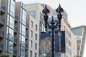 Intelligent streetlighting