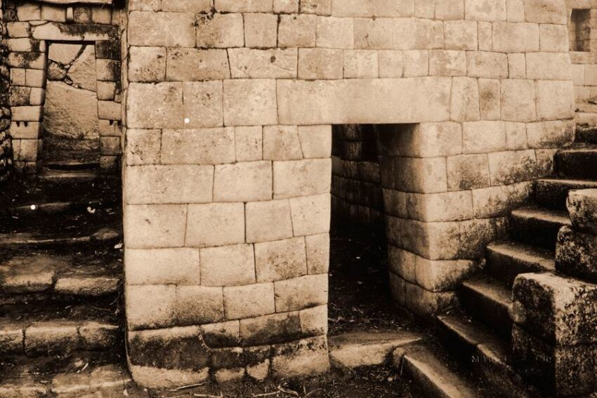 Exhibit: 'Alturas de Macchu Picchu'