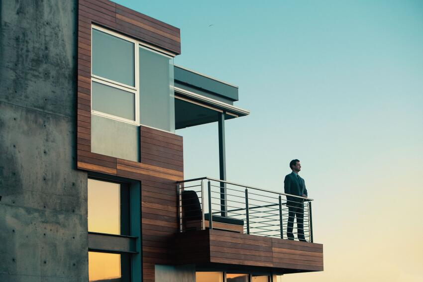 Stellar Sight Lines.From the balcony of his home in suburban Los Angeles, Bill Simone can see potential clients' homes for miles and miles.