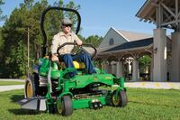 Deere's ZTrak PRO Z925 fuel-injection turf mower