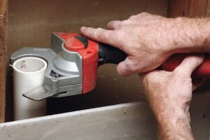 Designed to fit into tight spots, the PVC shear cuts up to 2-inch Schedule 40 PVC pipe.