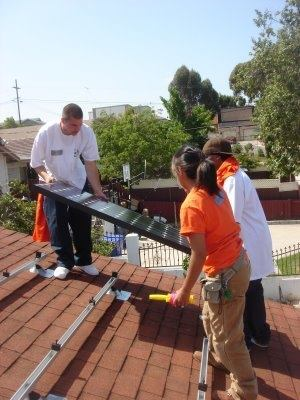 In one of the first SASH installations, GRID Alternatives joined with a number of community organizations to install a solar electric system for a low-income homeowner living in a Habitat for Humanity home in southeast San Diego.