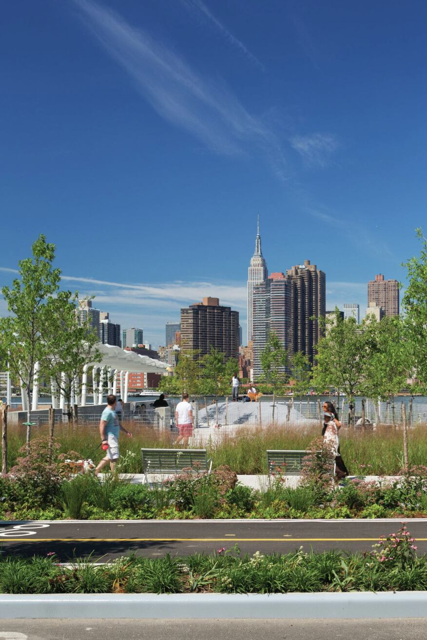 Greenways through the site overlook the Manhattan skyline.