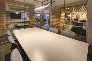 At 2125 Franklin, students enjoy conference rooms for studying.