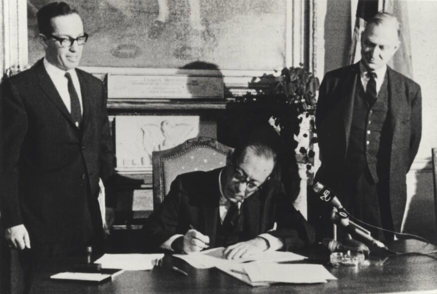 Margot Gayle, Mayor Robert F. Wagner signing the landmarks law, 1965.
