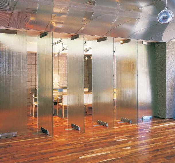 Linen Texture doors by UltraGlas