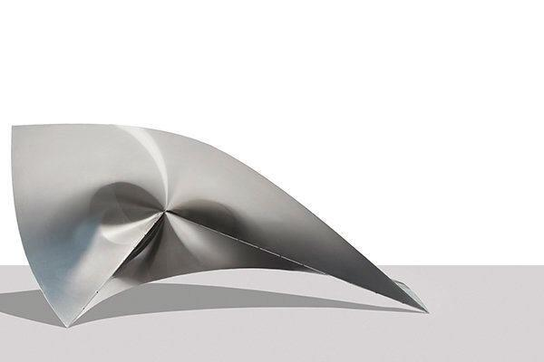 Inspired by the origami work of paper artist Paul Jackson, Patkau Architects chose to experiment with stainless steel.