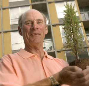 Leonard Wood left Trammell Crow in 1998 to start Wood Partners. When he left, Wood took a number of former Crow employees with him.