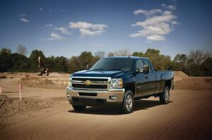 The 2013 bi-fuel Chevrolet Silverado HD includes a compressed natural gas (CNG)-capable engine that seamlessly transitions between CNG and gas fuel systems. The CNG and gasoline tanks have a combined range of 650 miles, the longest standard bi-fuel range of any original equipment automaker.