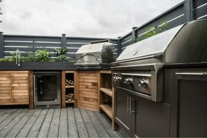 Urban Bonfire has a complete outdoor kitchen on a terrace in its Montreal showroom. It's a place to demonstrate the cooking power of outdoor appliances, as well as  entertain customers.