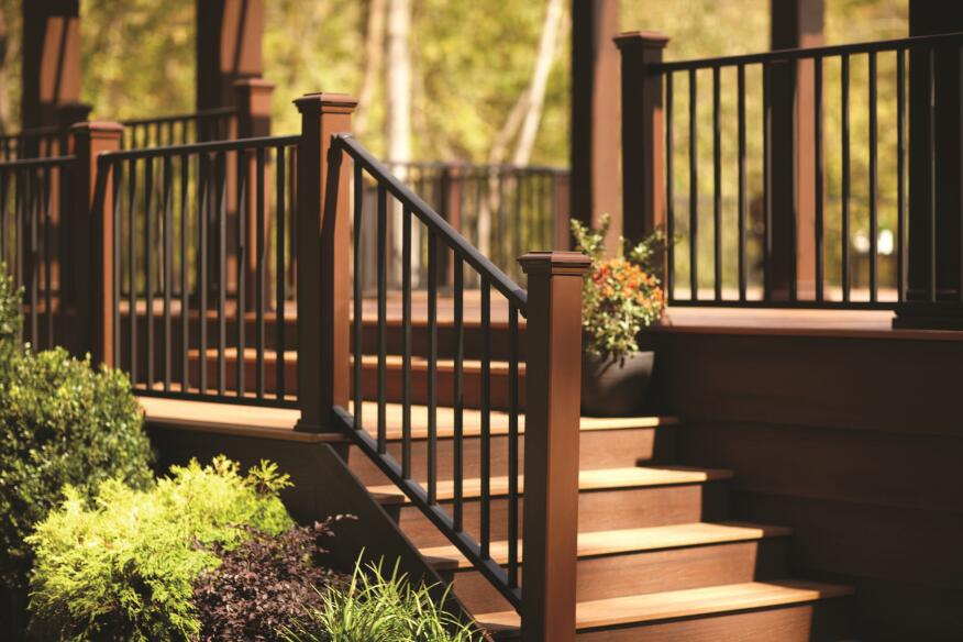 Sleek And Sturdy Railing From Trex Builder Magazine