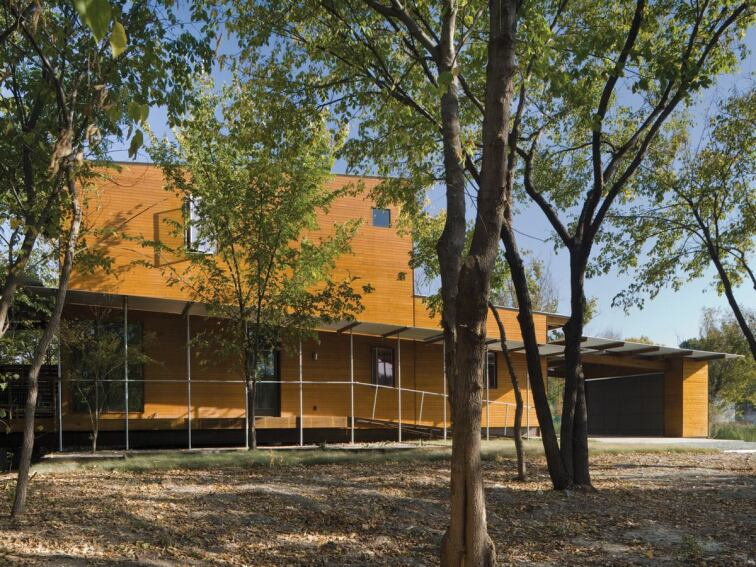 A Dallas LEED Platinum Home Sits Lightly on the Land