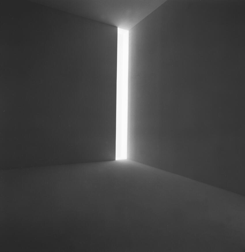 Ronin, 1968 Fluorescent light, dimensions variable   Collection of the artist   © James Turrell   Installation view:  Jim Turrell, Stedelijk Museums, Amsterdam, April 9 - May 23, 1976