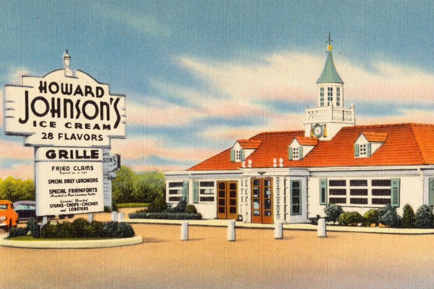 A postcard displaying a Howard Johnson's restaurant location in Bedford, Pa., featuring the chain's traditional Georgian-inspired style.