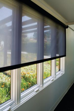 Hunter Douglas Contracts RB 500 roller-shade operation system features a heavy-duty metal clutch for smooth lift capabilities. The modular operating system accommodates chain, crank, and motorized applications; multiple blinds can be coupled and operated simultaneously. Various hardware options for pockets, fascia, dual shades, and other applications are available. ¢ hunterdouglascontract.com