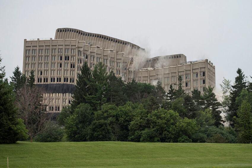 Morning News Roundup: Ottawa Building Demolished