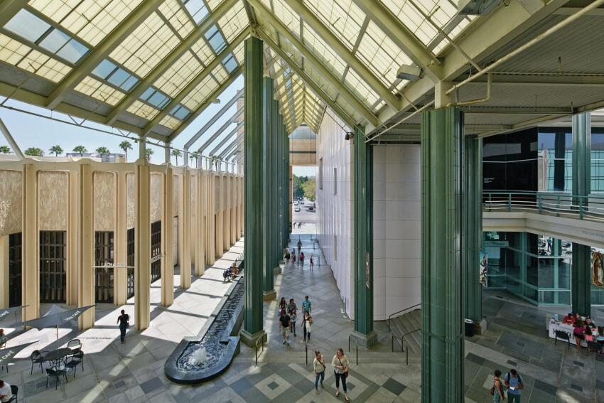 An open-air walkway next to the Ahmanson Gallery at LACMA.
