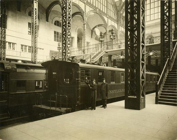 Operating staff consulting with train engineer on platform, 1910