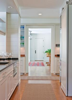 Equipped as a secondary kitchen, the butler's pantry organizes circulation and activities as well as food.