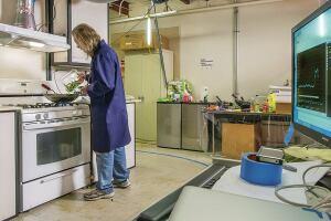 EETD's Kitchen Test facility - fume hood testing. EETD Researcher Woody Delp - 05/22/2013.