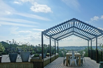 Royal Tunbridge Wells welcomes summer with a new Kebony terrace