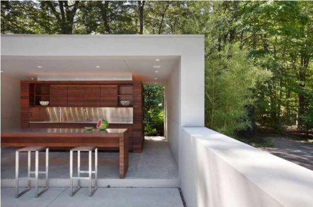 A Deluxe Outdoor Kitchen, Poolside
