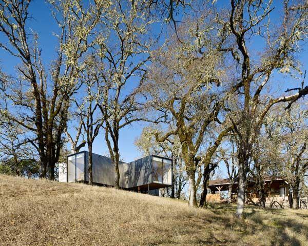 Moose Road Reisdence, designed by Mork-Ulnes Architects.