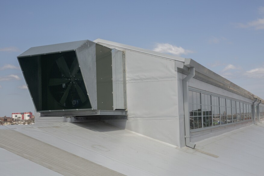 The rooftop monitor has operable windows and blinds that adjust automatically as sensors read light levels.