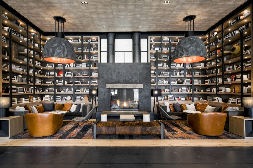 "Bookcases in the lobby lounge add a homey feeling and are filled with ""real"" volumes."
