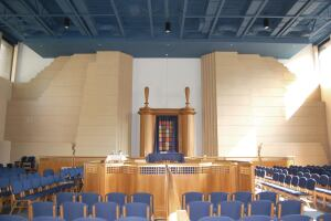 The well-lit and spacious enlarged sanctuary combines the original sanctuary space in the pre-existing building and the newly built area in the addition.