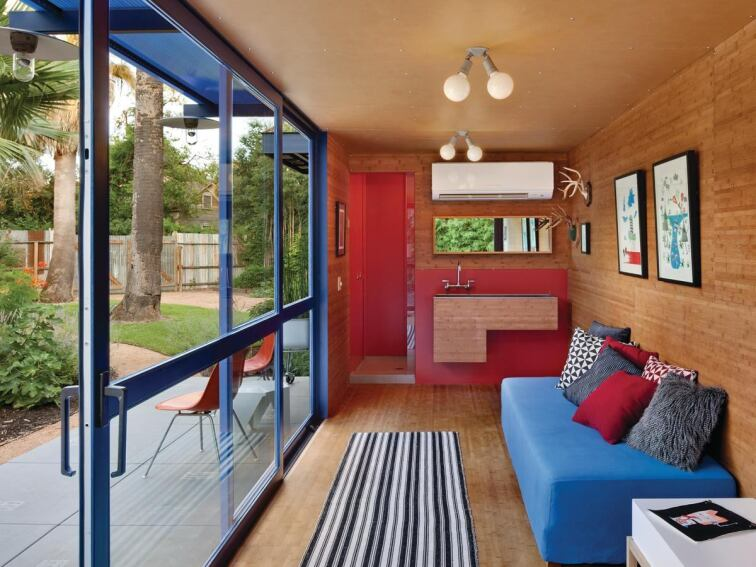 Poteet Architects transforms a shipping container into a welcoming guest house